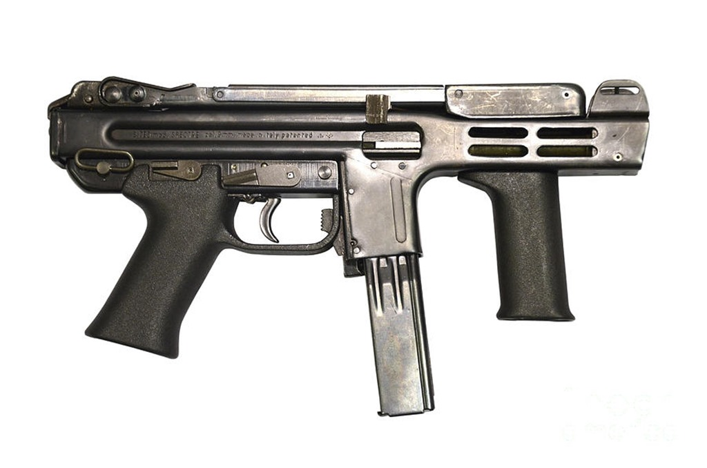 1-italian-spectre-m4-submachine-gun-andrew-chittock